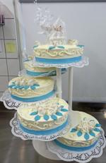 Hochzeitstorte Treppen-Etageren: Tauben auf Hellblau