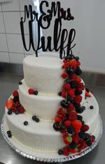 Hochzeitstorte Englischer Aufbau: Cherry And Red Berrys