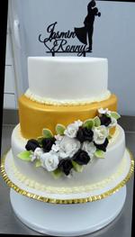 Hochzeitstorte Englischer Aufbau: Weiß-goldene-Hochzeitstorte
