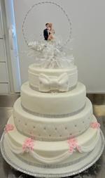 Hochzeitstorte Englischer Aufbau: White Glamour