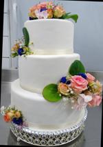 Hochzeitstorte Echte Blumen: Pure White And Fresh Flowers
